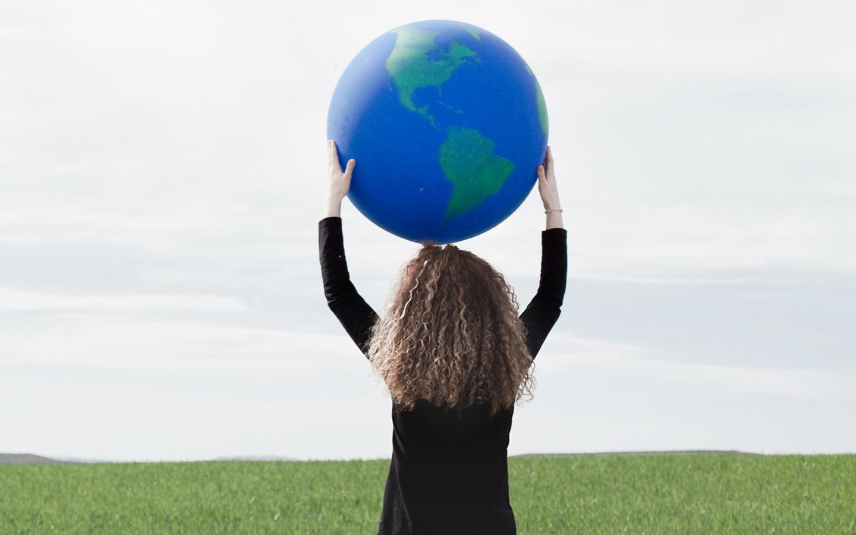 planeta terra nas suas mãos